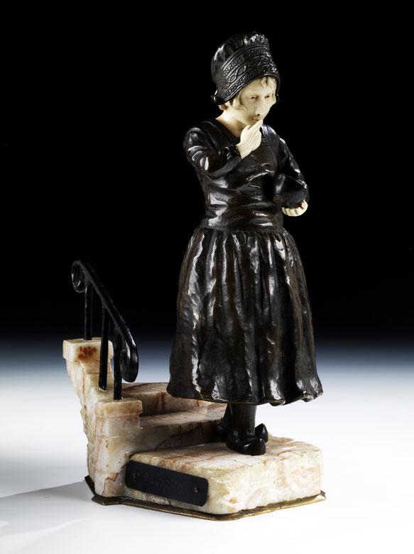 Bronzefigur eines holländischen Mädchens