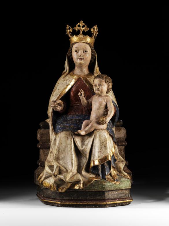 Schnitzfigur einer thronenden Madonna mit Kind