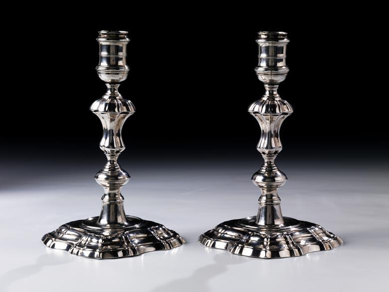 Paar Kerzenständer in Silber