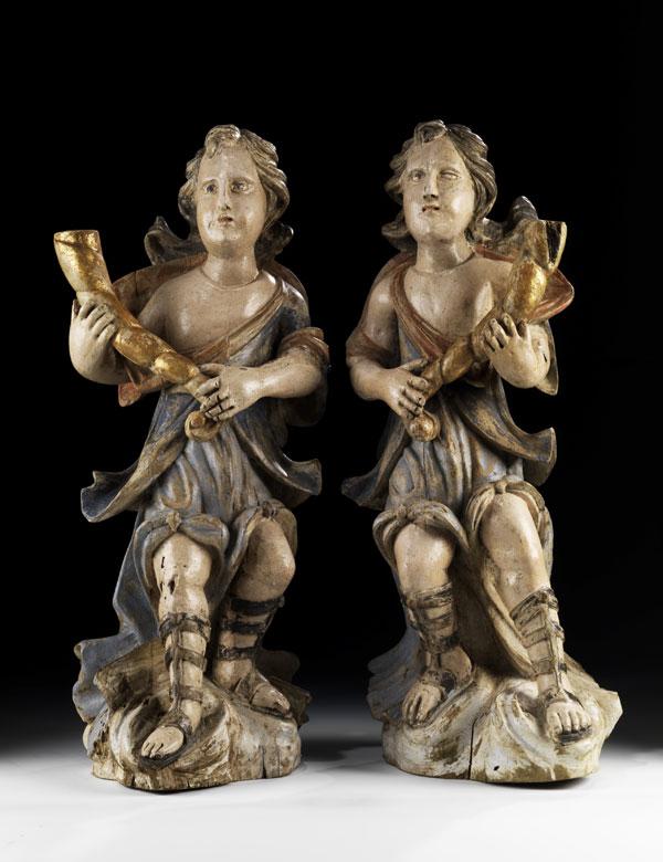 Paar geschnitzte und gefasste Leuchterengel