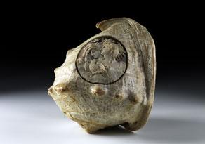 Detail images:  Muschel mit Reliefmedaillon