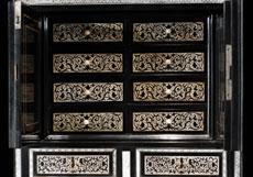 Detail images: Kabinettschränkchen im RenaissanceStil