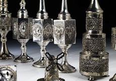 Detail images: † Sammlung von insgesamt 17 Judaika-Besomim-Büchsen