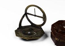 """Detail images: Achteckige Äquatorialklappsonnenuhr mit Maritimen, bezeichnet """"W.Carduff"""""""