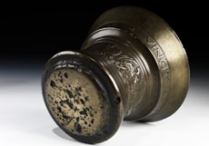 Detail images: Bronzemörser mit Pistill