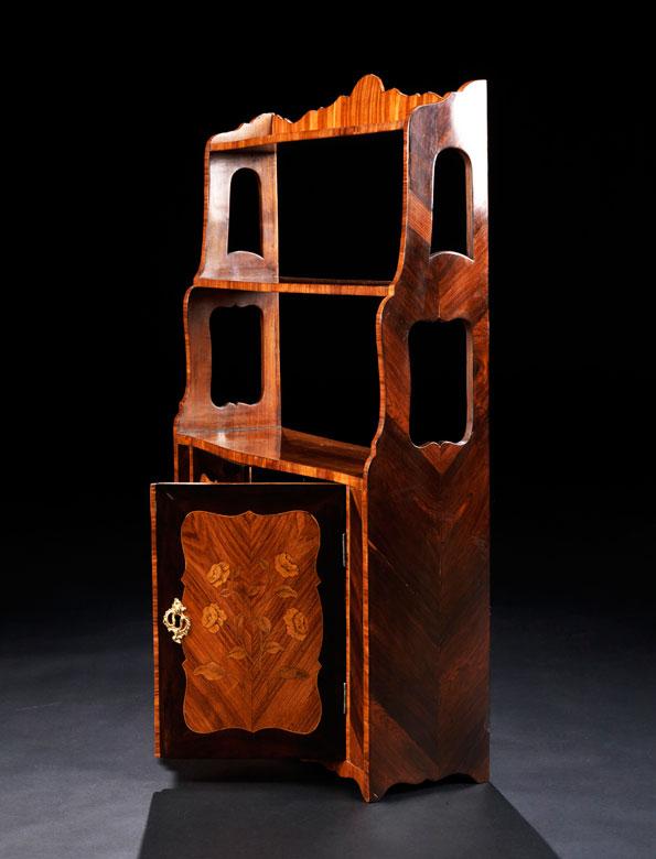 kleines louis xv wandregal hampel fine art auctions. Black Bedroom Furniture Sets. Home Design Ideas