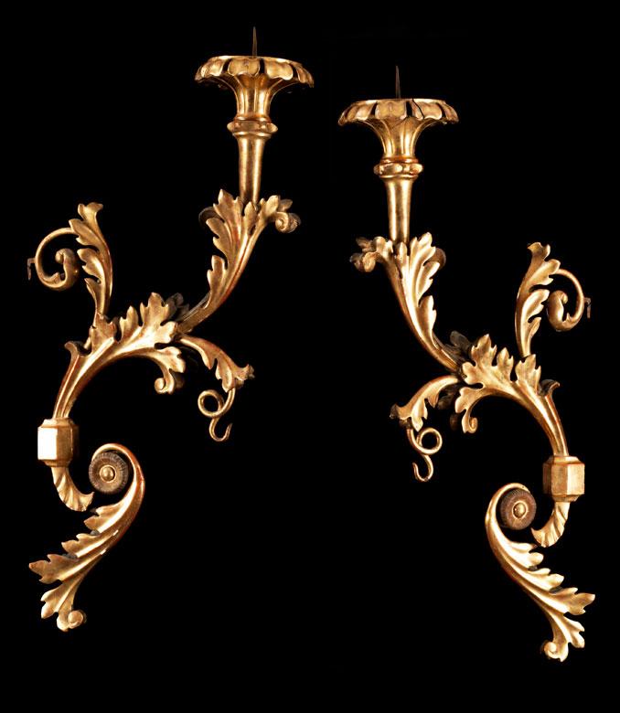 Paar große, barocke Wandleuchterarme