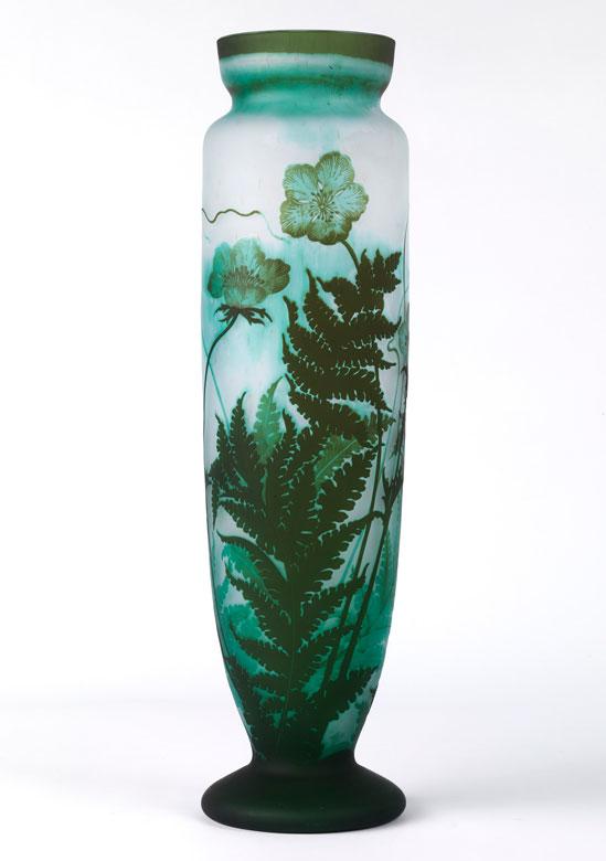 Hohe Vase in Formen des Jugendstil