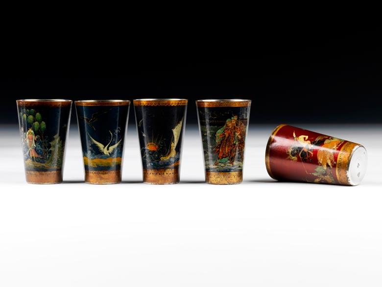 Fünf Wodkabecher