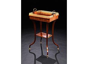 Detail images:  Klassizistisches Beistell-Tischchen mit tablettförmiger Platte und Etagenbrett