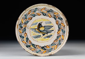 Detail images:  Majolika-Teller mit kurzem, rundem Stellfuß