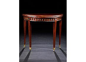 Detail images:  Kleiner, runder Klapptisch (Gate Leg-Table)