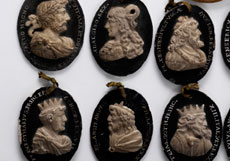Detail images: Serie von 36 ovalen Cäsarenkopf-Reliefs
