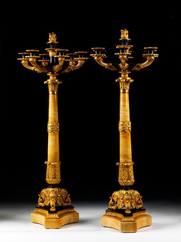 Paar Girandolen in vergoldeter Bronze und Marmor