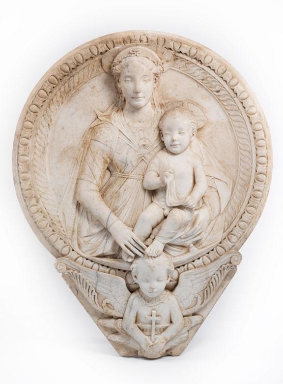 Großer Marmortondo mit Darstellung von Maria und Kind im Hochrelief