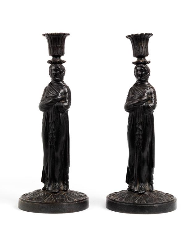 Paar figürlich gestaltete Kerzenhalter in Berliner Eisen