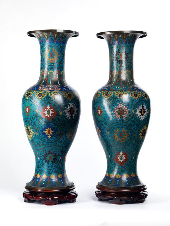 Bedeutendes Paar chinesischer Cloisonné-Vasen