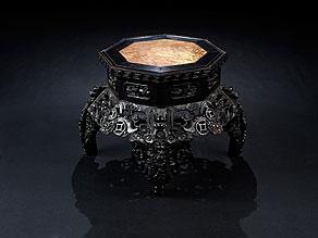 Detail images:  Sockeltisch mit eingelegter Marmorplatte