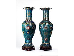 Detail images:  Bedeutendes Paar chinesischer Cloisonné-Vasen