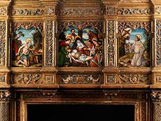 Detail images: Große, geschnitzte und gefasste Kaminfront mit Tafelgemälden