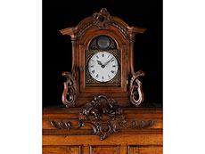 Detailabbildung: Seltener Limburger Uhren-Kabinettschrank