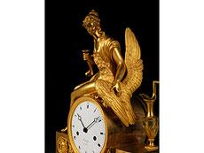 Detail images: Französische Kaminuhr in feuervergoldeter Bronze von Autrag, Paris