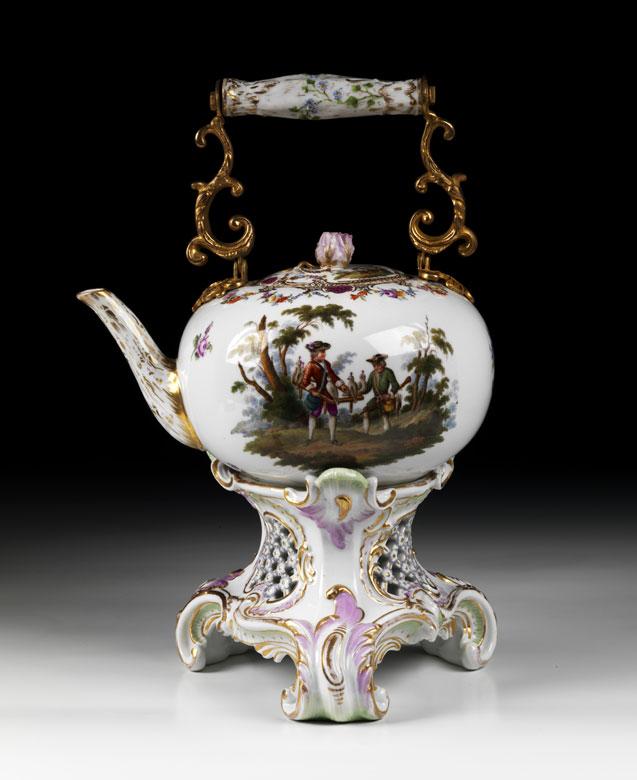Großer Porzellan-Teekessel mit Rechaud