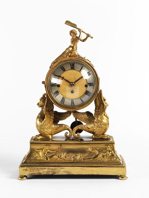 Uhr im Empire-Stil