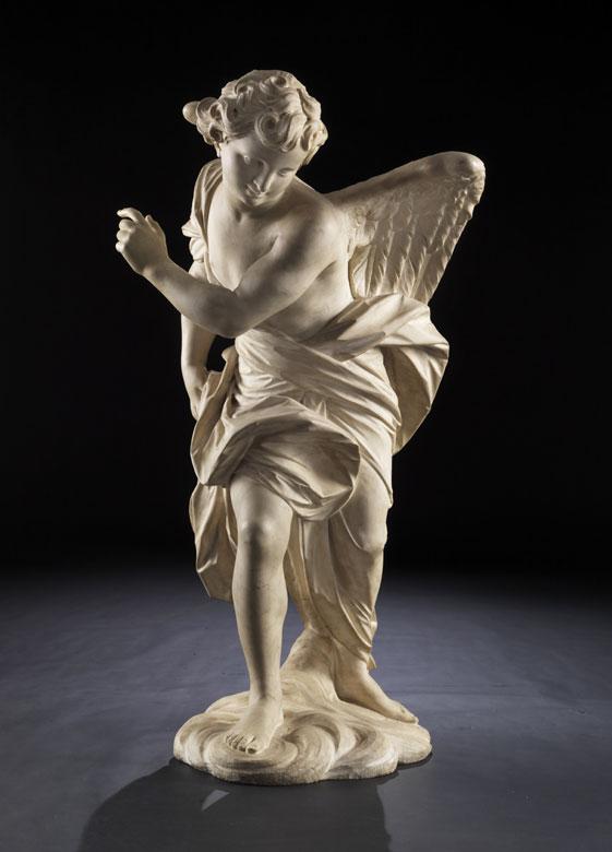 Großer, schreitender Engel in Marmor