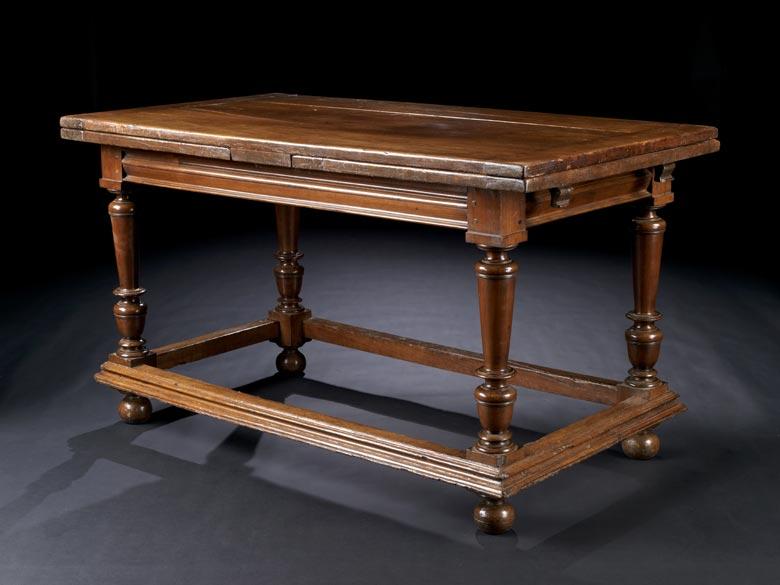 Ausziehbarer Tafeltisch