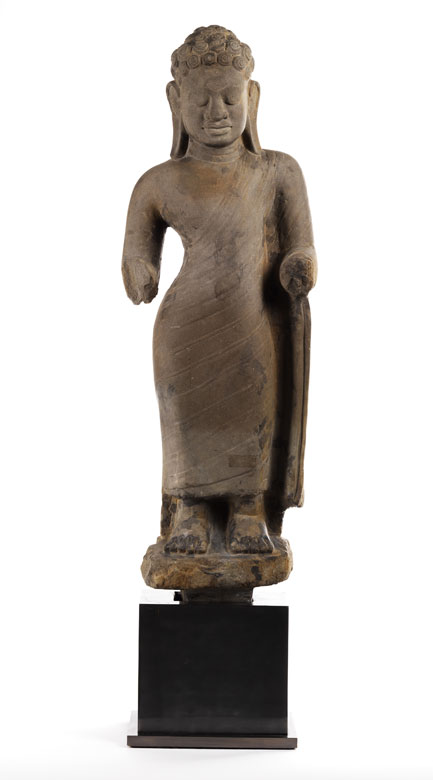 Große Buddhafigur in Stein