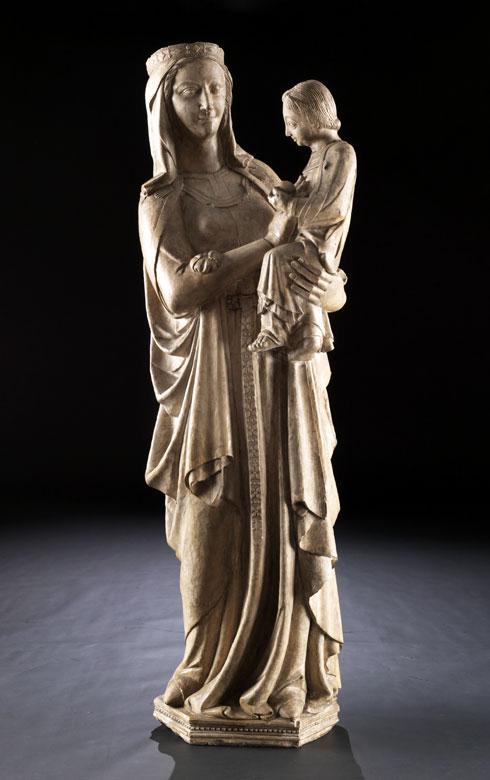 Museale Steinfigur einer Madonna mit Kind