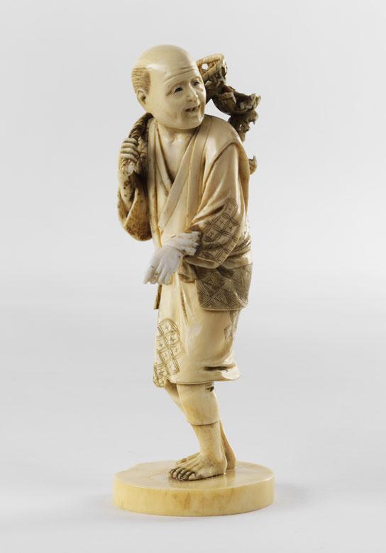 Japanische Elfenbein-Schnitzfigur eines Mannes