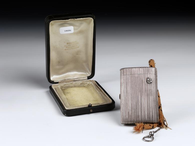Silbernes Zigarettenetui mit Streichhölzerfach und Reibefläche