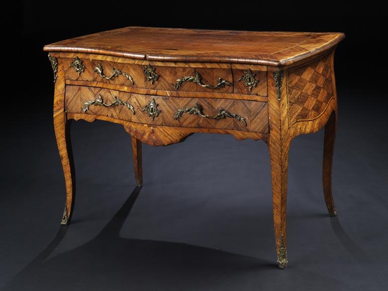 Elegante Schreibtischkommode