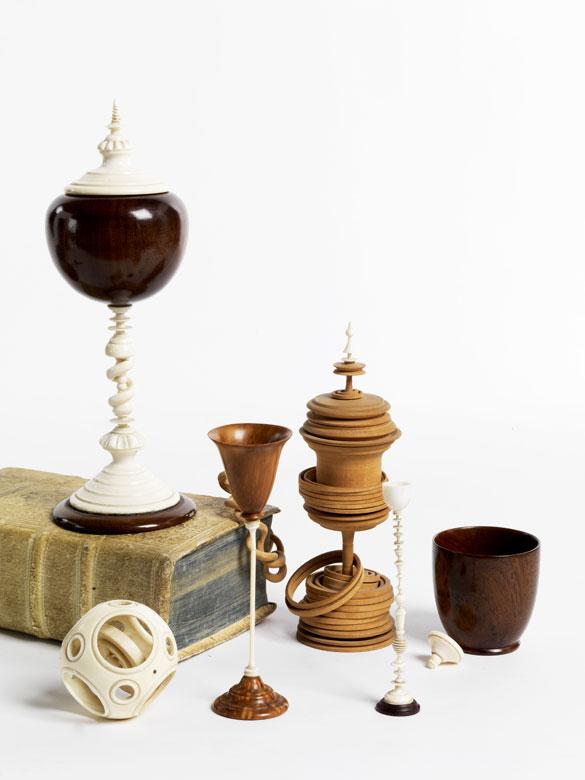 Konvolut von Kunstkammerobjekten aus Holz und Elfenbein