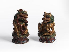 Detail images:  Paar geschnitzte und gefasste Tempelwächter-Löwen