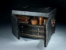 Detail images: Schreibkassette des 18. Jahrhunderts