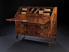 Detail images: Reich intarsierte Louis XVI-Schreibkommode