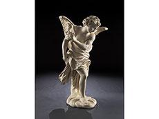 Detailabbildung: Großer, schreitender Engel in Marmor