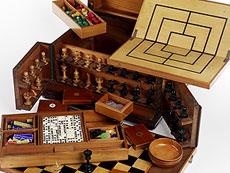 Detailabbildung: Seltener Spielkasten mit Schachspiel, Domino, etc.