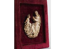 Detail images: Elfenbein-Reliefschnitzerei einer Maria mit Kind
