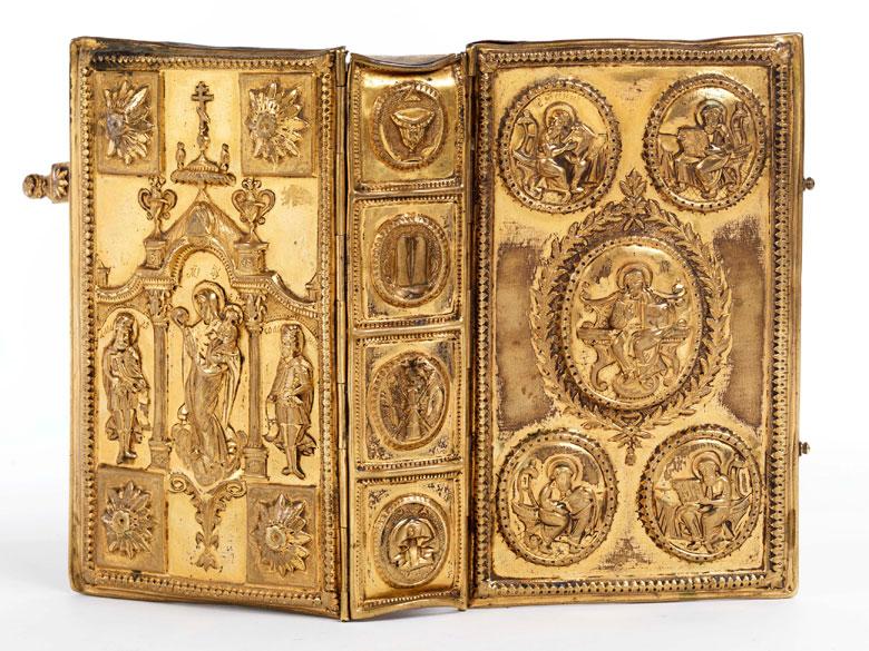 † Seltener Bucheinband aus feuervergoldetem Messing