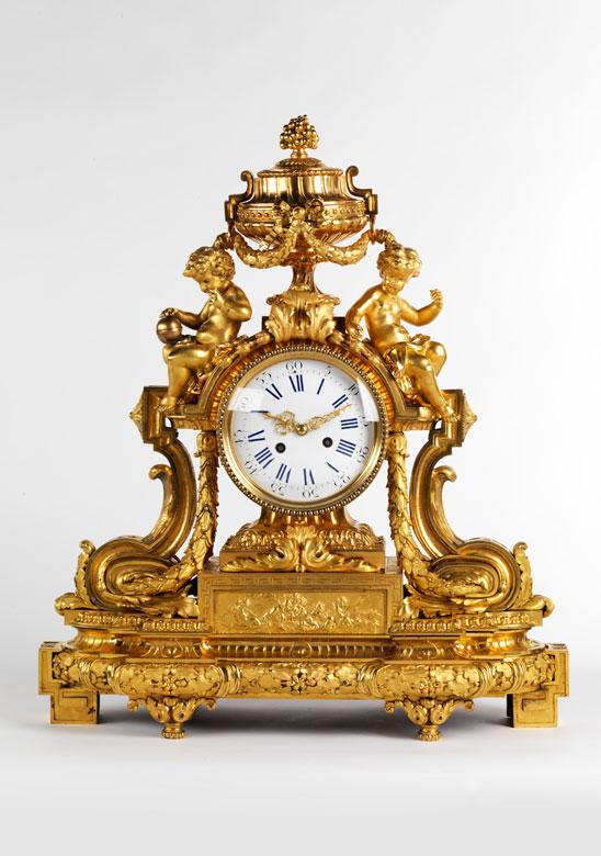 Große Pendule in feuervergoldeter Bronze