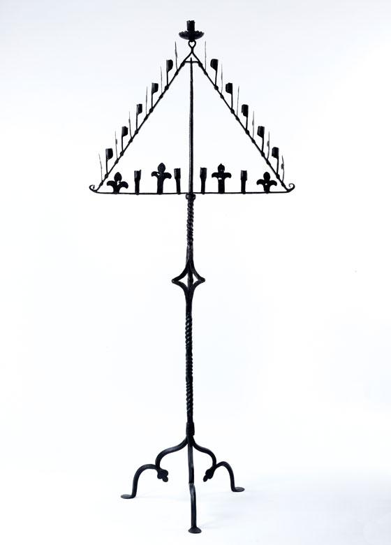 Gotischer Standleuchter , sog. Teneberleuchter für 13 Kerzen