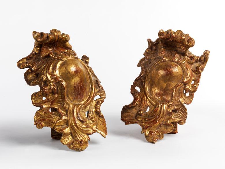 Paar geschnitzte und vergoldete Rocaillekartuschen