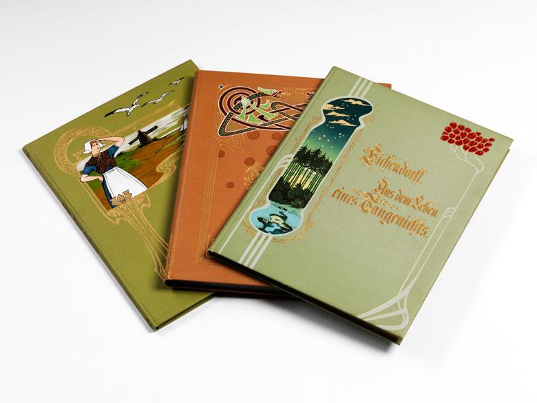 Bücher mit kunstvollen Jugendstil-Einbänden