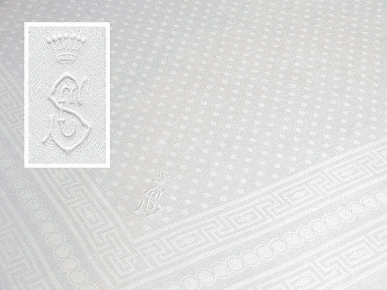 Elegantes Tafeltuch aus freiherrlichem Besitz