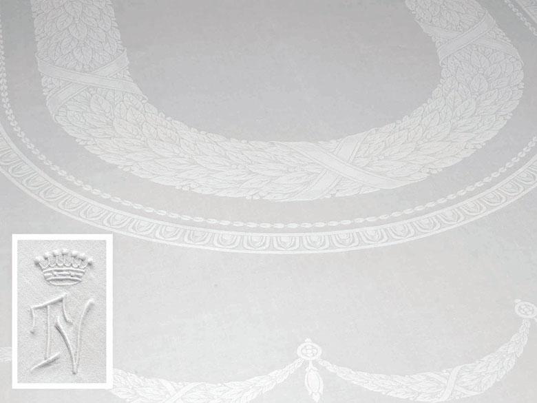 Tafeltuch mit klassizistischem Lorbeerblattoval