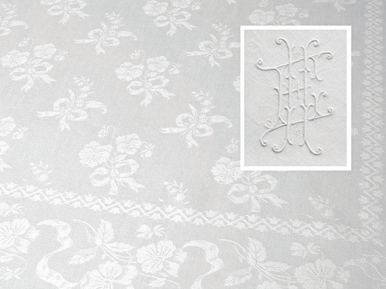Tafeltuch mit handausgezogenem Hohlsaum und Stiefmütterchen